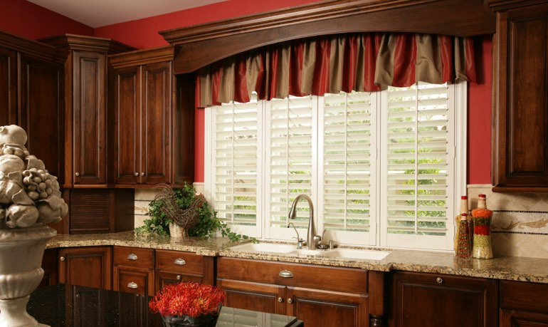 Cleveland kitchen shutter and cornice valance