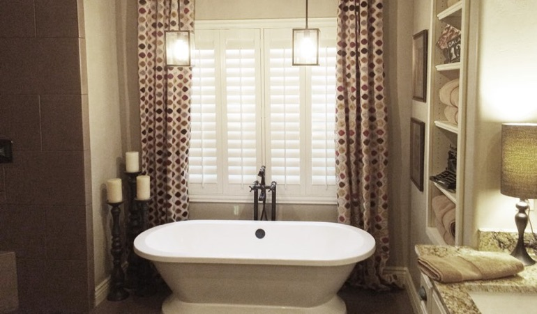 Polywood Shutters in Cleveland Bathroom